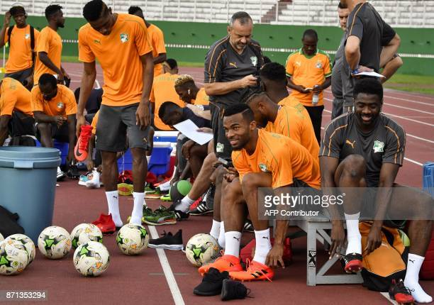 Ivory Coast's national team players take part in a training session on November 7 2017 at the Felix HouphouetBoigny stadium in Abidjan ahead of the...