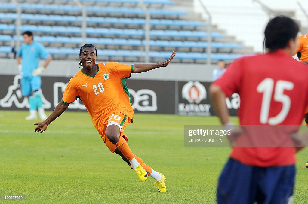 Ivory Coast's Serge Deble (C) celebrated after his team's victory at the end of their semi-final of the Under 21 International Tournament football match Chile versus Ivory Coast on May 25, 2010 at the Mayol stadium in Toulon, southern France. This is the 38th edition of the event.