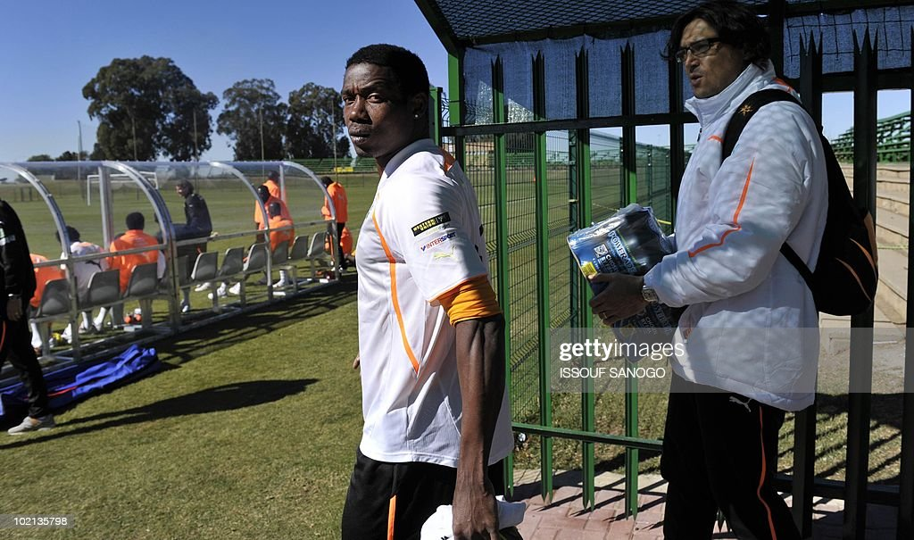 Ivory Coast's striker Kader Keita (L) arrives for a training session on June 16, 2010 in Sharpeville, a day after their first 2010 World Cup tournament match against Portugal.