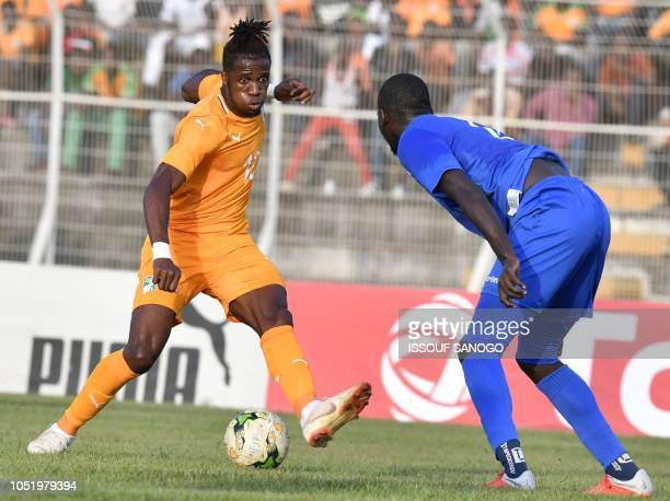 Ivory Coast's Wilfried Zaha controls the ball during the African Cup of Nations CAN 2019 qualification football match between Ivory Coast and Central...