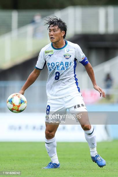 Iwao Ken of Tokushima Vortis controls the ball during the J.League J2 match between Tochigi SC v Tokushima Vortis at Tochigi Green Stadium on October...