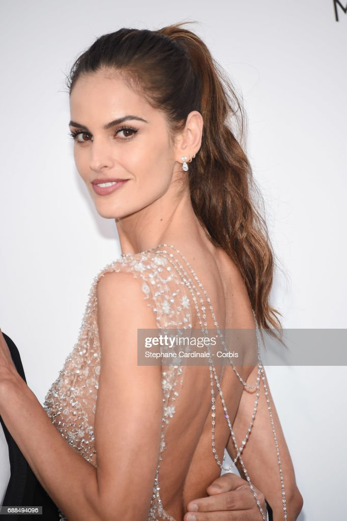Izabel Goulart arrives at the amfAR Gala Cannes 2017 at Hotel du Cap-Eden-Roc on May 25, 2017 in Cap d'Antibes, France.