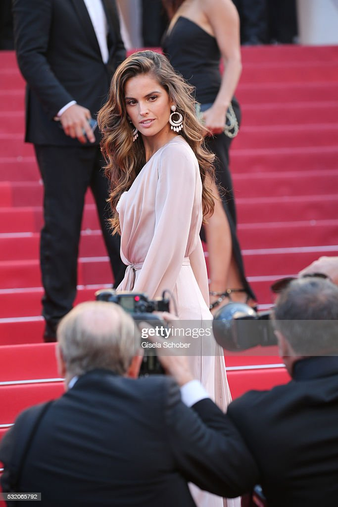 Izabel Goulart attends the 'Julieta' premiere during the 69th annual Cannes Film Festival at the Palais des Festivals on May 17, 2016 in Cannes, France.