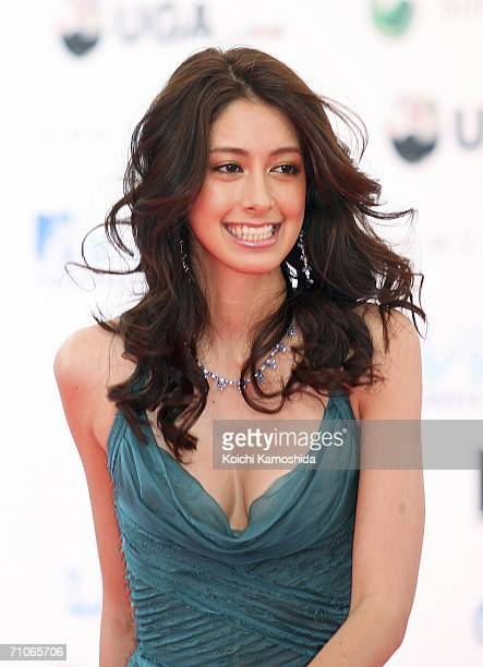 Izumi Mori arrives at the 2006 MTV Video Music Awards at the Yoyogi National Athletic Stadium May 27 2006 in Tokyo Japan