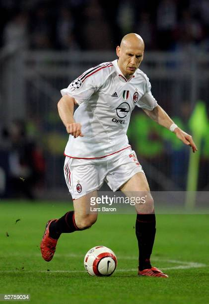 Jaap Stam of Milan runs with the ball during the Champions League semi final second Leg match between PSV Eindhoven and AC Mailand at the Philips...