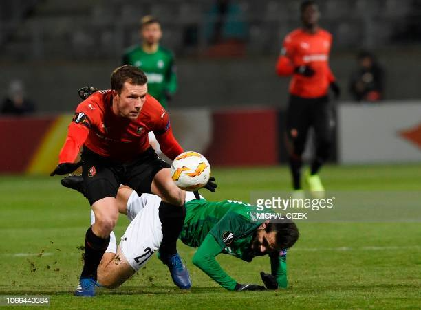 Jablonec's Czech midfielder Eduard Sobol and Rennes' Swedish midfielder Jakob Johansson vie for the ball during the UEFA Europa League group K...