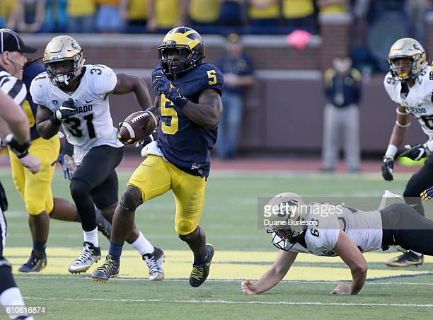 Jabrill Peppers of the Michigan Wolverines on a 54yard punt return for a touchdown against the Colorado Buffaloes at Michigan Stadium on September 17...