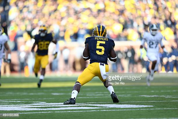 Jabrill Peppers of the Michigan Wolverines runs the ball in the second quarter against the Michigan State Spartans at Michigan Stadium on October 17...