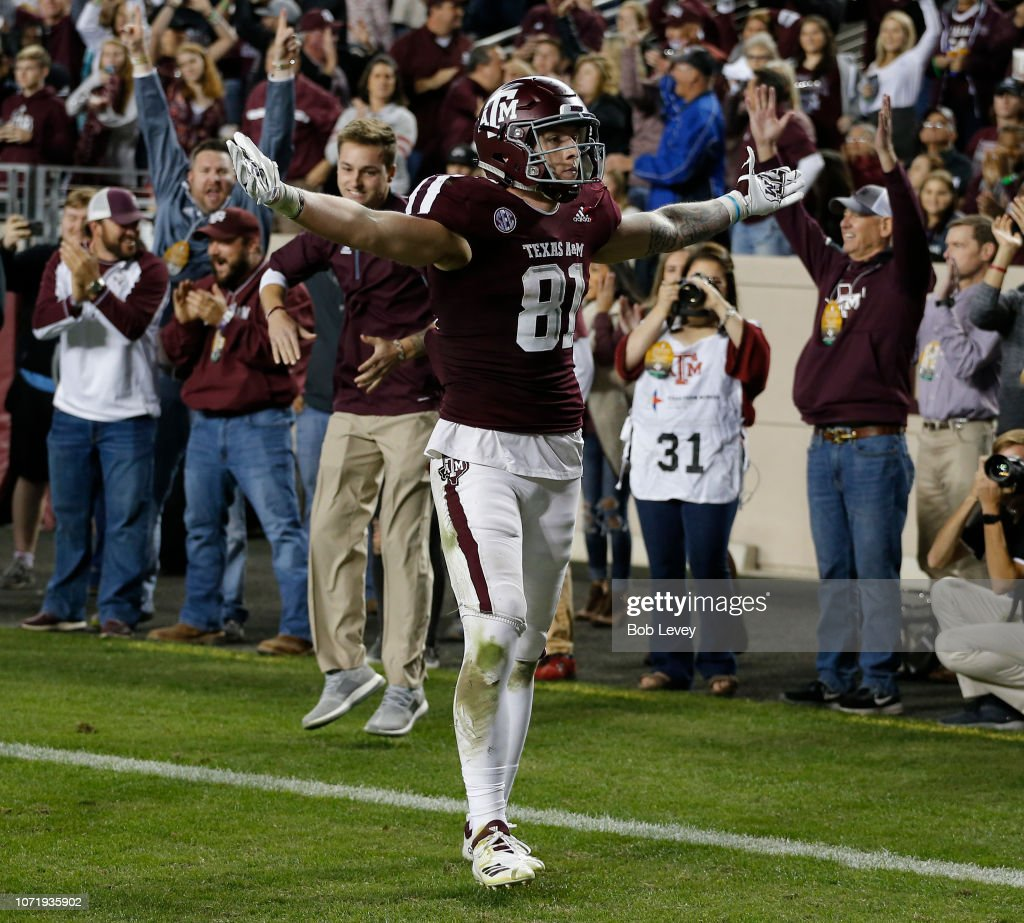Jace Sternberger of the Texas A&M Aggies scores on a 10 ...