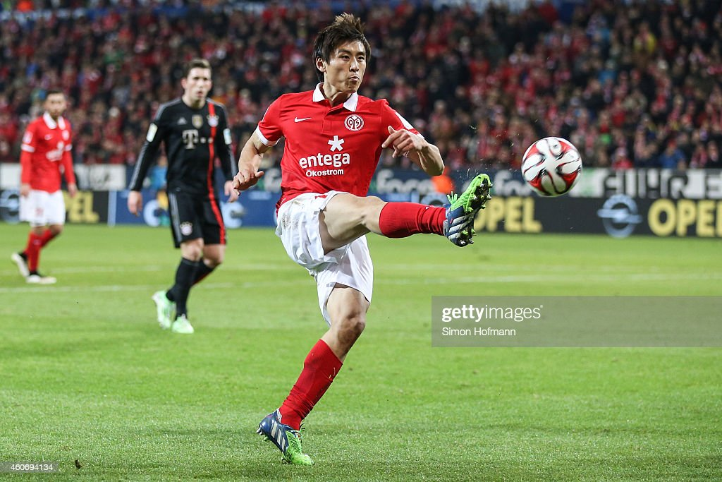 Ja-Cheol Koo of Mainz controls the ball during the Bundesliga match between 1. FSV Mainz 05 and FC Bayern Muenchen at Coface Arena on December 19, 2014 in Mainz, Germany.