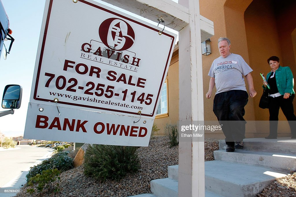 jack arnold l of nevada and remax central realtor mary kennedy leave
