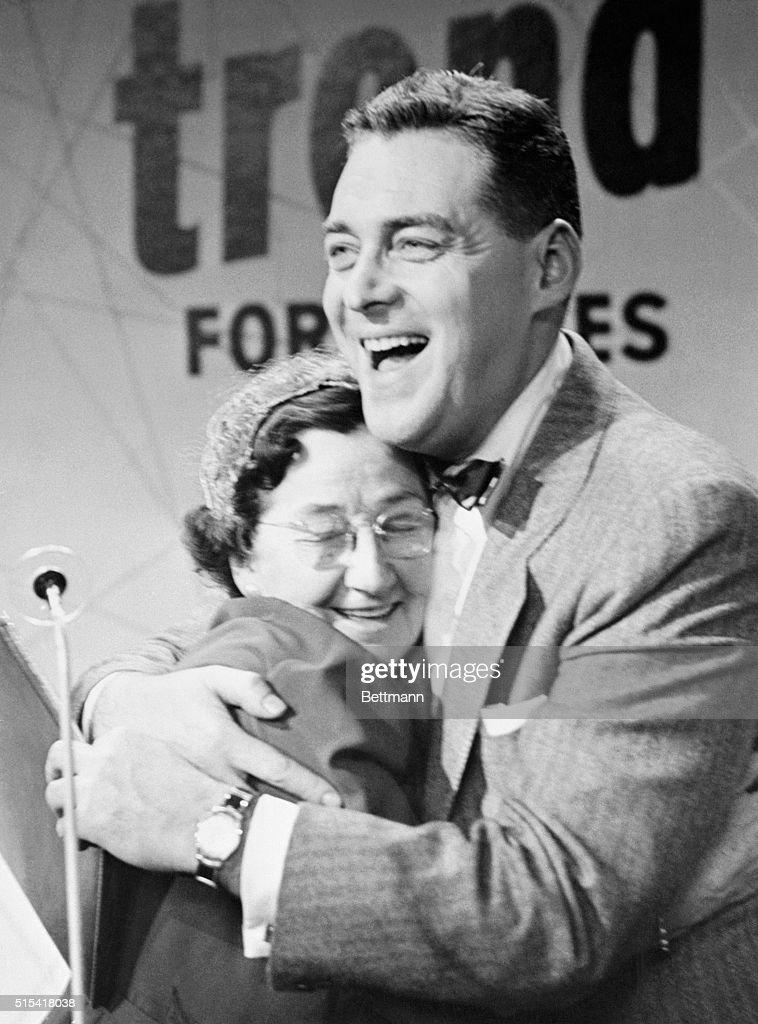 Jack Barry Embracing Ethel Richardson : News Photo