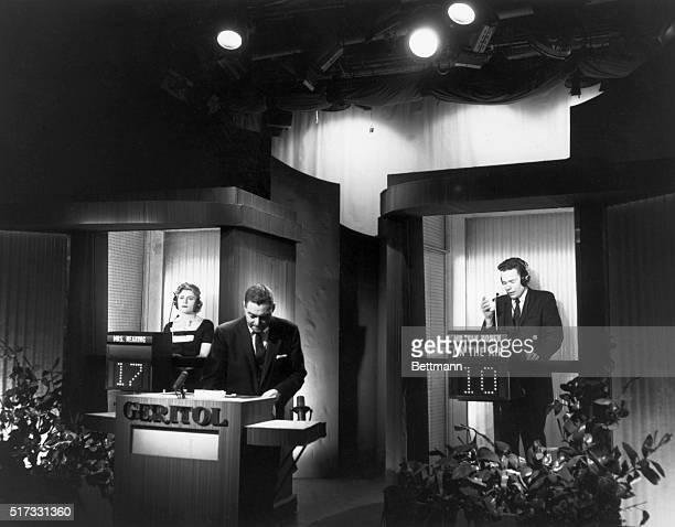 Jack Barry hosts the television quiz show TwentyOne Vivienne Nearing an attorney leads Charles Van Doren a Columbia University teacher