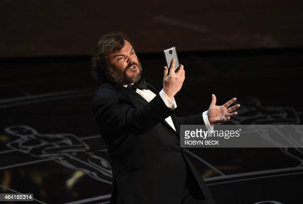 Jack Black performs on stage at the 87th Oscars February 22 2015 in Hollywood California AFP PHOTO / Robyn BECK / AFP PHOTO / Robyn BECK