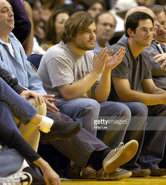 Jack Black watches Los Angeles Lakers game against the Philadelphia 76ers at the Staples Center in Los Angeles, Calif. On Sunday, March 27, 2005.