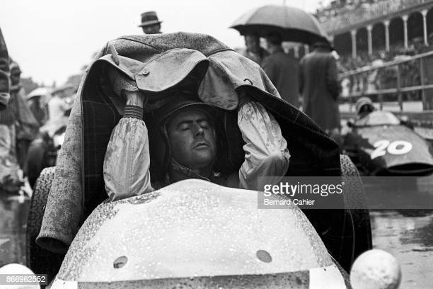 Jack Brabham CooperClimax T55 Grand Prix of Great Britain Aintree 15 July 1961 Jack Brabham finds impromptu rain gear on the starting grid of the...