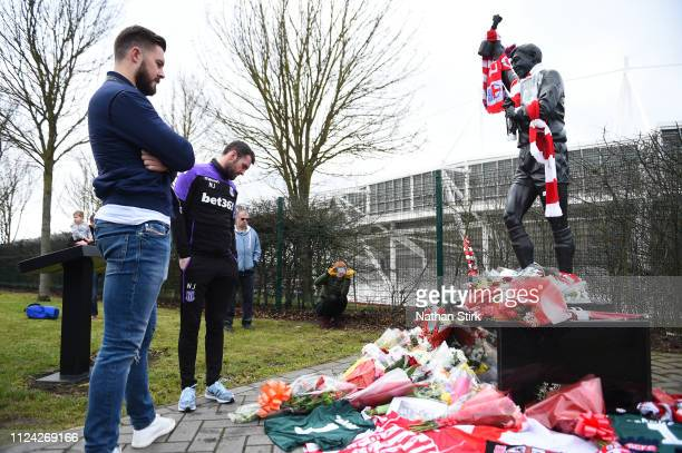 Jack Butland and manager Nathan Jones of Stoke City pay tribute to Gordon Banks at the bet 365 Stadium on February 12 2019 in Stoke on Trent England