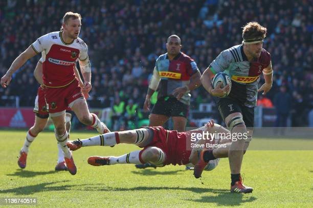 Jack Clifford of Harlequins breaks away to score a try during the Gallagher Premiership Rugby match between Harlequins and Northampton Saints at...