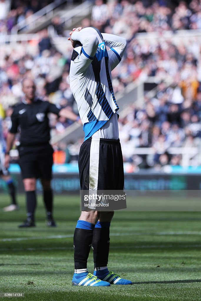 Jack Colback of Newcastle United reacts after missing a chance during the Barclays Premier League match between Newcastle United and Crystal Palace at St James' Park on April 30, 2016 in Newcastle upon Tyne, England.