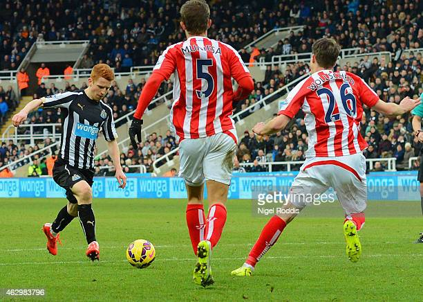 Jack Colback of Newcastle United scores their first goal during the Barclays Premier League match between Newcastle United and Stoke City at St...