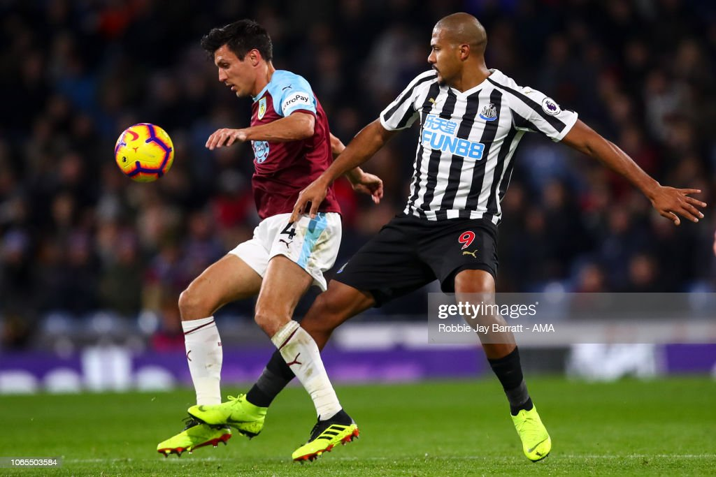 Burnley FC v Newcastle United - Premier League : News Photo