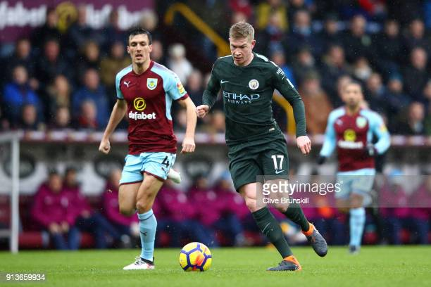 Jack Cork of Burnley and Kevin De Bruyne of Manchester City battle for the ball during the Premier League match between Burnley and Manchester City...