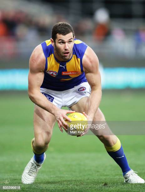 Jack Darling of the Eagles looks upfield during the round 22 AFL match between the Greater Western Sydney Giants and the West Coast Eagles at...