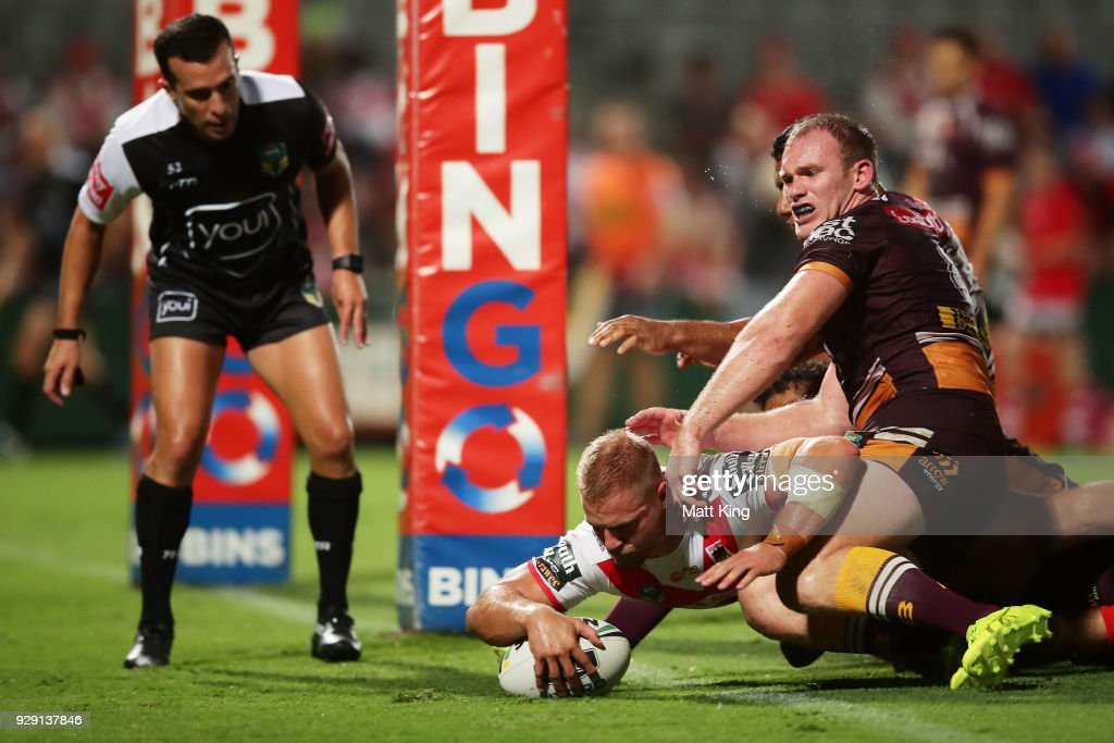Jack De Belin of the Dragons beats Matthew Lodge of the Broncos to score a try during the round one NRL match between the St George Illawarra Dragons and the Brisbane Broncos at UOW Jubilee Oval on March 8, 2018 in Sydney, Australia.