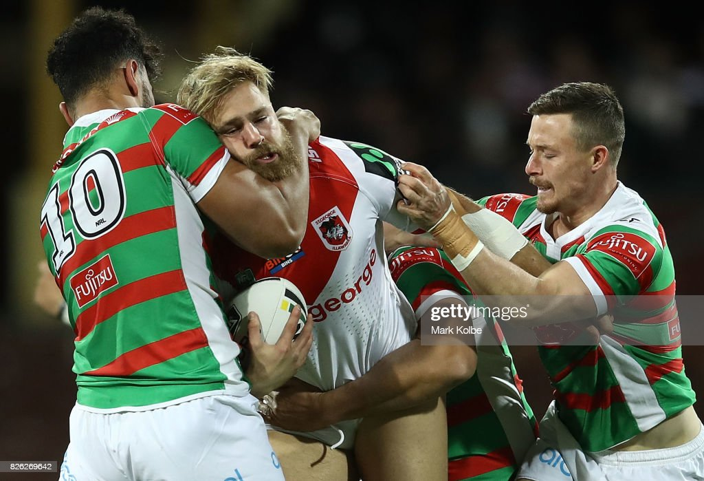 Jack de Belin of the Dragons is challenged by Zane Musgrove of the Rabbitohs during the round 22 NRL match between the St George Illawarra Dragons and the South Sydney Rabbitohs at Sydney Cricket Ground on August 4, 2017 in Sydney, Australia.