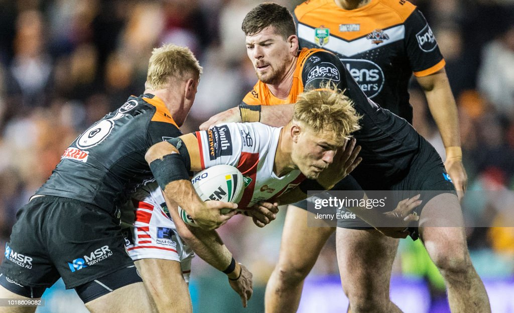 Jack de Belin of the Dragons surges forward during the round 23 NRL match between the Wests Tigers and the St George Illawarra Dragons at Leichhardt Oval on August 18, 2018 in Sydney, Australia.