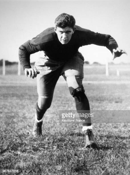 Jack Dempsey joue dans l'équipe de football américain de l'université de Bucknell le 27 septembre 1932 à Lewisburg, PA.