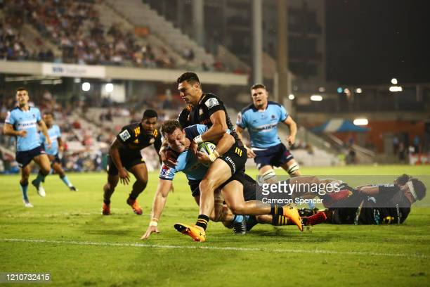 Jack Dempseyof the Waratahsscores a try during the round six Super Rugby match between the Waratahs and the Chiefs at WIN Stadium on March 06, 2020...