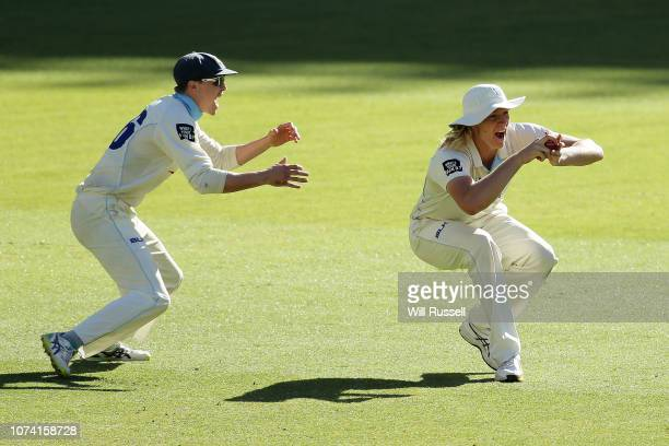 Jack Edwards of the Blues takes a catch to dismiss Shaun Marsh of the Warriors off the bowling of Sean Abbott of the Blues during Day three of the...