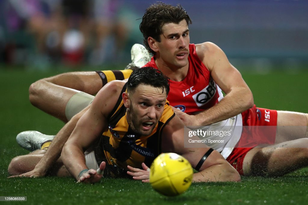 AFL Rd 8 - Sydney v Hawthorn : News Photo