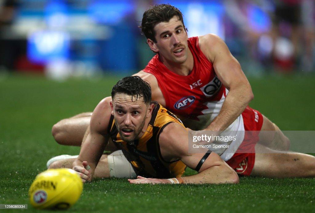 AFL Rd 8 - Sydney v Hawthorn : News Photo