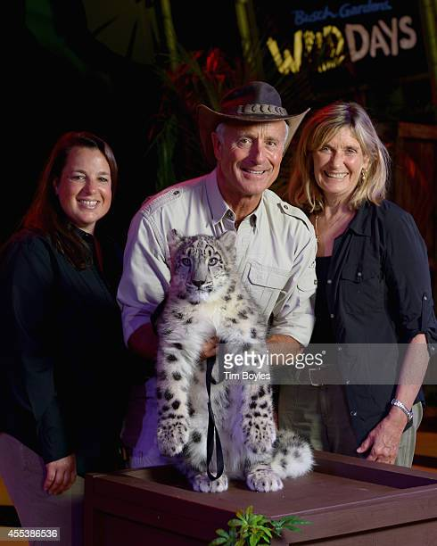 Jack Hanna his wife Suzi and their daughter Julie pose with an endangered Snow Leopard between shows at Busch Gardens on September 13 2014 in Tampa...