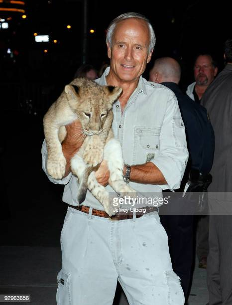 """Jack Hanna visits """"Late Show With David Letterman"""" at the Ed Sullivan Theater on November 10, 2009 in New York City."""