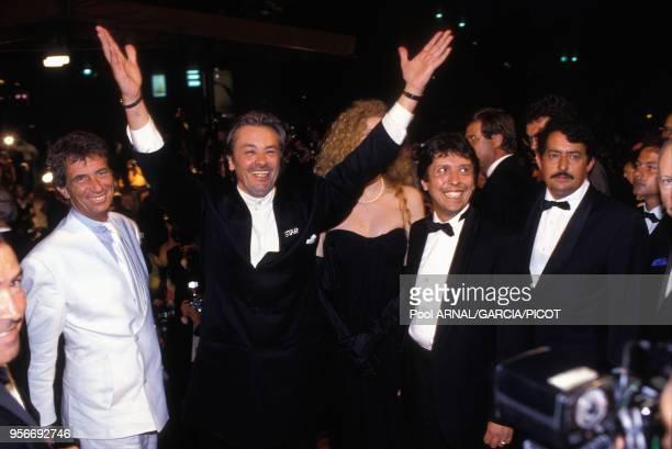 Jack Lang, Alain Delon et Domiziana Giordano pour le film 'Nouvelle Vague' lors du Festival de Cannes en mai 1990, France.