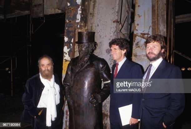 Jack Lang César et AlainDominique Perrin lors de l'inauguration de la Fondation Cartier pour l'art contemporain le 20 octobre 1984 à Paris France