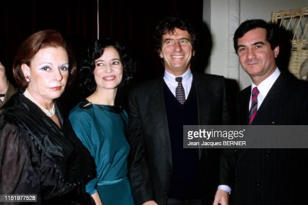 Jack Lang MarieJosée Nat JeanClaude Brialy visitent l'exposition Sacha Guitry en présence de la productrice Jacqueline Cormier le 30 janvier 1984 à...