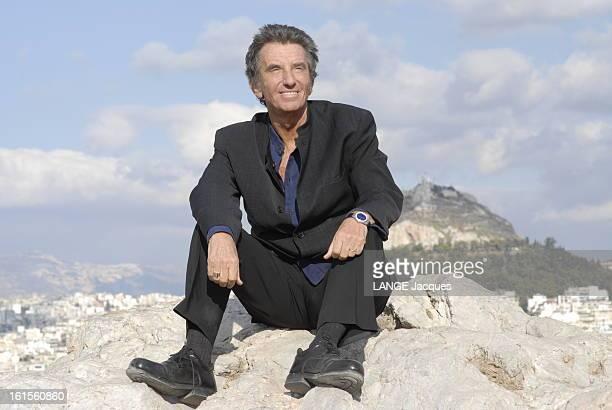 Jack Lang Travel In Greece Jack LANG tourne en Grèce un documentaire pour Arte où il présente le dramaturge grec Sophocle Jack LANG tout de noir vêtu...