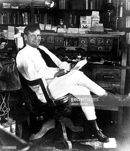 Jack London*12011876Schriftsteller USA am Schreibtisch auf seiner Ranch in Glen Ellen ohne Jahr