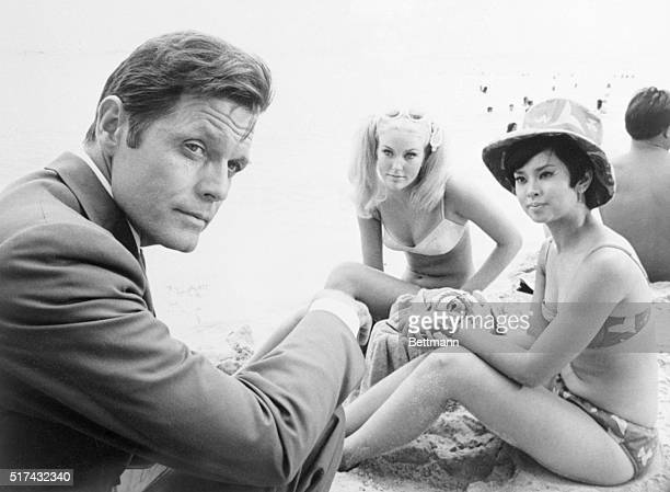 CHANGE OF PACE Jack Lord's investigation of the kidnapping of a singing idol leds him to the beach where he questions Susan Kay Logan and Karol Kai...
