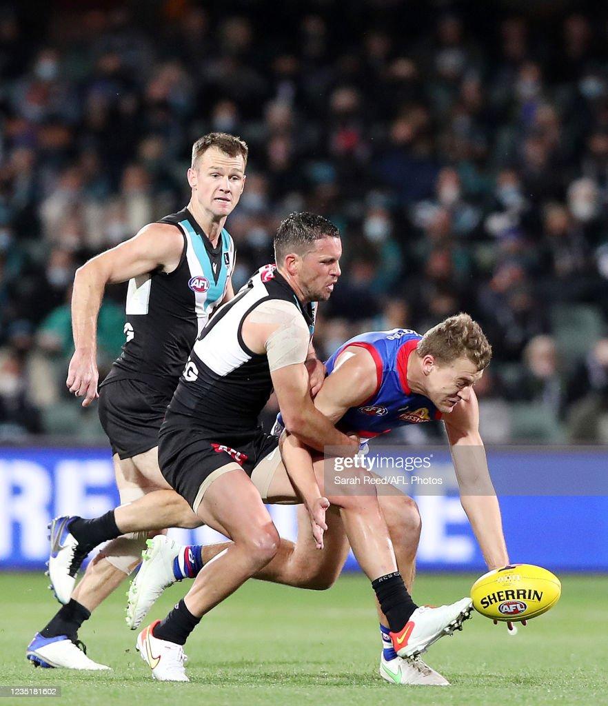 AFL 2nd Preliminary Final - Port Adelaide v Western Bulldogs : ニュース写真