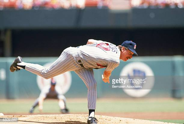 Jack Morris of the Minnesota Twins pitches during a July 1991 season game Jack Morris played Twins in 1991