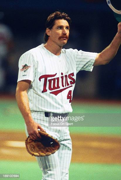 Jack Morris of the Minnesota Twins tips his hat to the crowd during the 1991 World Series against the Atlanta Braves at the Metrodome in Minneapolis...