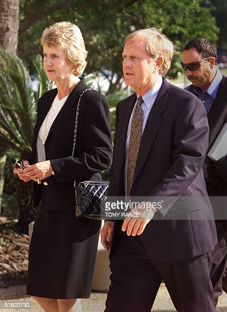 Jack Nicklaus and his wife Barbara enter the First Baptist Church in Maitland FL 29 October 1999 for the memorial service for golfer Payne Stewart...