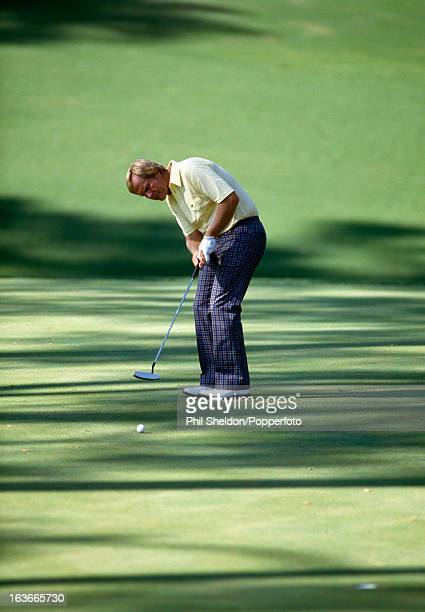 Jack Nicklaus of the United States putts during the US Masters Golf Tournament held at the Augusta National Golf Club in Georgia 13 April 1986...