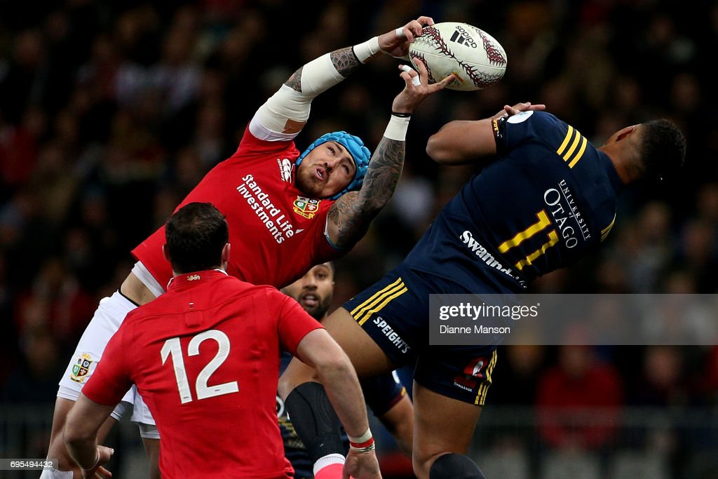 Jack Nowall (L) of the Lions and Tevita Li of the Highlanders compete for a high ball during the match between the Highlanders and the British & Irish Lions at Forsyth Barr Stadium on June 13, 2017 in Dunedin, New Zealand.