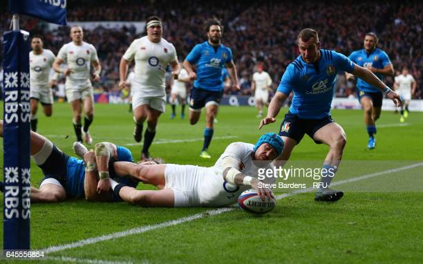 Jack Nowell of England scores his team's fourth try during the RBS Six Nations match between England and Italy at Twickenham Stadium on February 26...